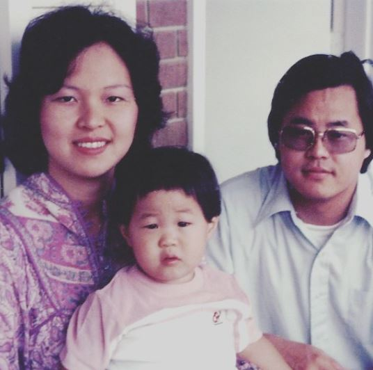 Chris-Sheng-throwback-with-mother-and-father